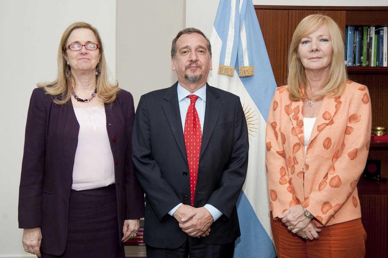 Mr. Lino Barañao and Cecilia Bouzat, winner of the L'Oréal-UNESCO Award. Courtesy: L'Oréal